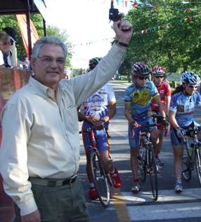 John Morin, qui donne le départ de la 5e course