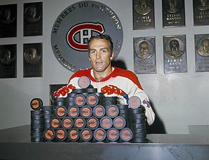 Henri Richard a marqué une panoplie de  buts durant sa carrière et a gagné 11 coupes Stanley.