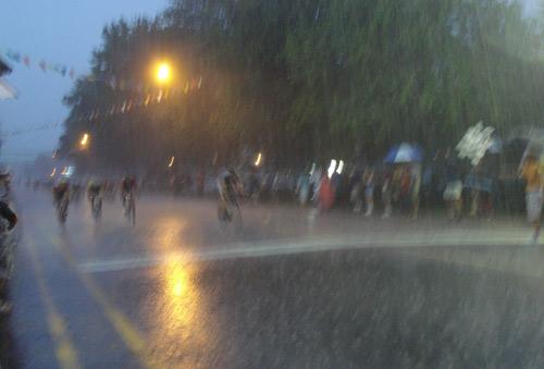 Le ciel est tombé sur Lachine au moment du sprint final.