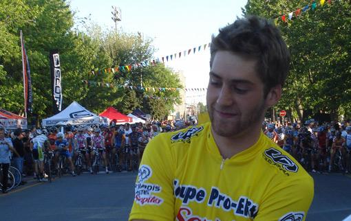 Hugo Houle troque depuis le début de la saison le rose de Garneau pour le maillot jaune de leader. (Photo: Philippe Boisvert)