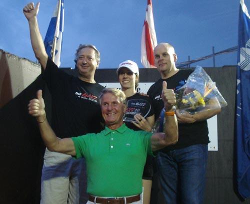 La gagnante, entourée de Claude Dauphin, Claude Pinard et bien sûr, de Joseph «Tino» Rossi.
