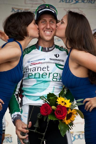 Martin Gilbert, tout sourire, gagnant de la 7e étape.