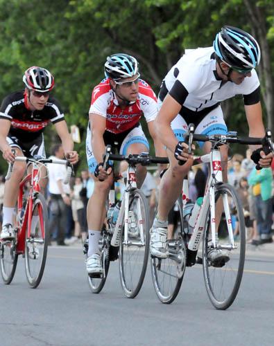 Simon-Pierre Gauthier, troisième sur cette photo, s'est permis une deuxième place le 14 juin. (Robert Wilson / Mardis Cyclistes)